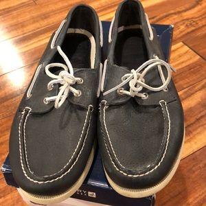 Men's navy Sperry boat shoes